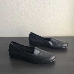 Grasshoppers Classic Black Flats Size 9N